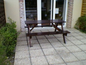 picnic-table-300x225